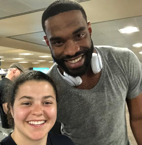 Arizona Cardinal Jermaine Gresham Pays For Woman's Carry-On Bag So She Doesn't Miss Flight (TWEETS)