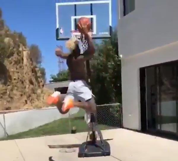 Odell Beckham Jr. Throwing Down Dunks In Backyard (VIDEO)