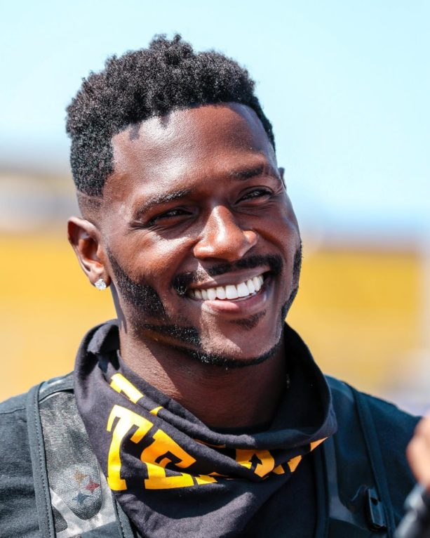 Watch: Antonio Brown Arrives At Training Camp In Helicopter