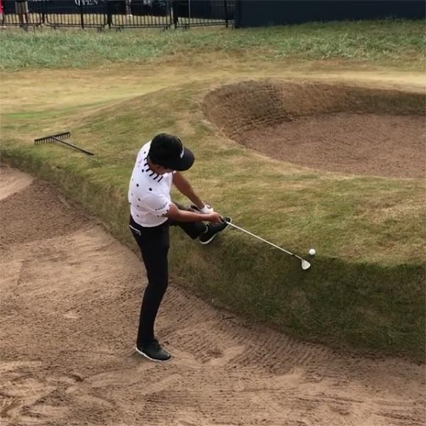 10fbc41f735aae VIDEO  Kevin Na Pulls Off Backwards Flop Shot In British Open Practice