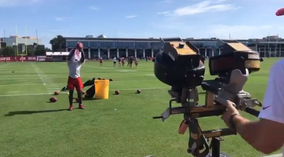 Tampa Bay Rookie RB Catches Balls With Jersey Covering His Face (VIDEO)