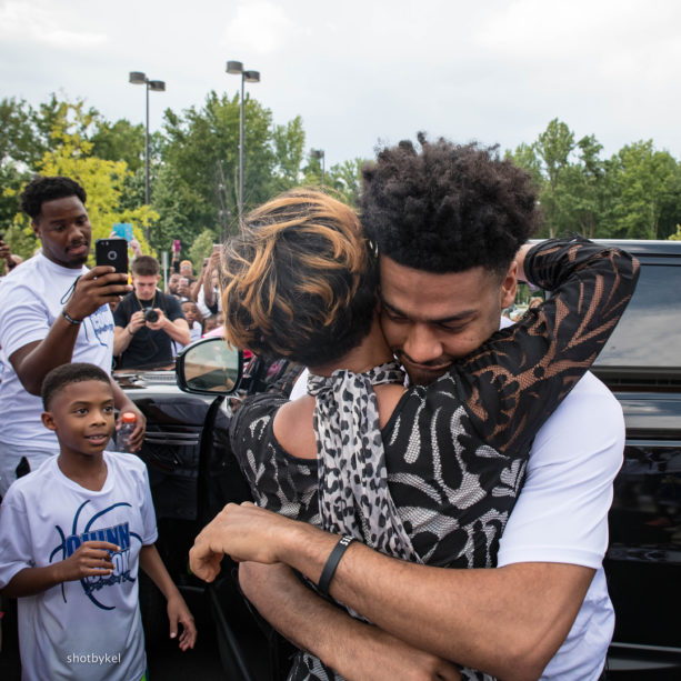 Warriors' Quinn Cook Surprises His Mom With A New Range Rover (PICS & VIDEO)