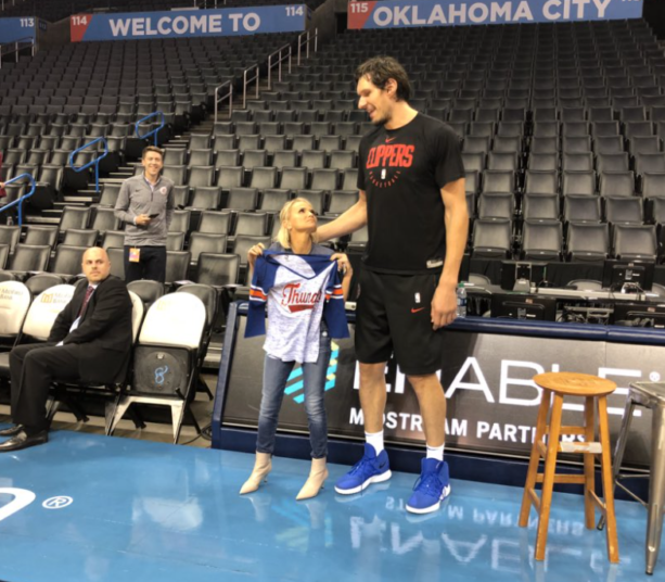 Boban Marjanović And Actress Kristen Chenoweth Needs To Be Seen