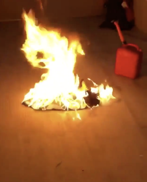Steelers Fans Burn Le'Veon Bell Jerseys Because He No Showed