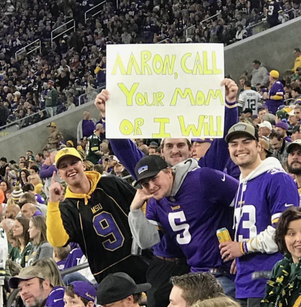 Vikings Fans Trolled Aaron Rodgers Over Not Calling His Mom During The Fires