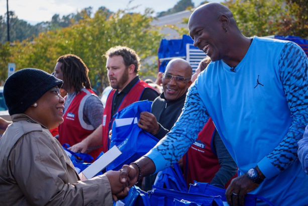 best cheap d244a 53255 On Tuesday, he returned to his hometown of Wilmington, N.C. to distribute Thanksgiving  meals and 200 pairs of Air Jordans ...