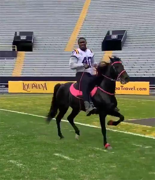 LSU Linebacker Devin White Rode His Horse Around Campus