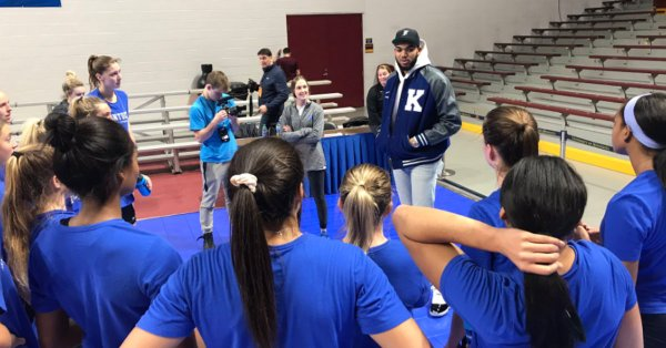 Karl Anthony Towns Spent His Off Day With The Kentucky Volleyball Team